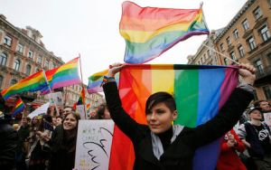 Gay rights activists in St. Petersburg May 1, 2014. REUTERS/Alexander Demianchuk